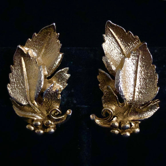 Late 50s/ Early 60s Lisner Grape Leave Earrings - Retro Kandy Vintage