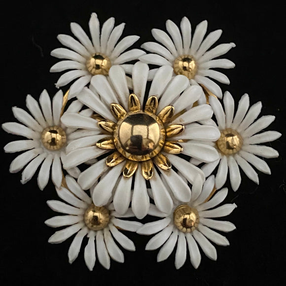 1960s White Daisy Flower Brooch