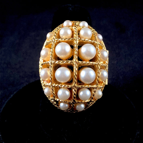 1970 Avon Ring of Pearls Glace Ring