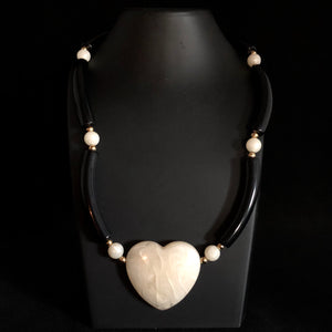 1988 Avon Modern Heart Necklace