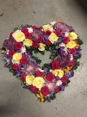 Funeral wreath heart of fresh flowers, send flowers bayside Melbourne. Florist Cheltenham