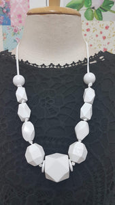 White Wooden Necklace JU0181