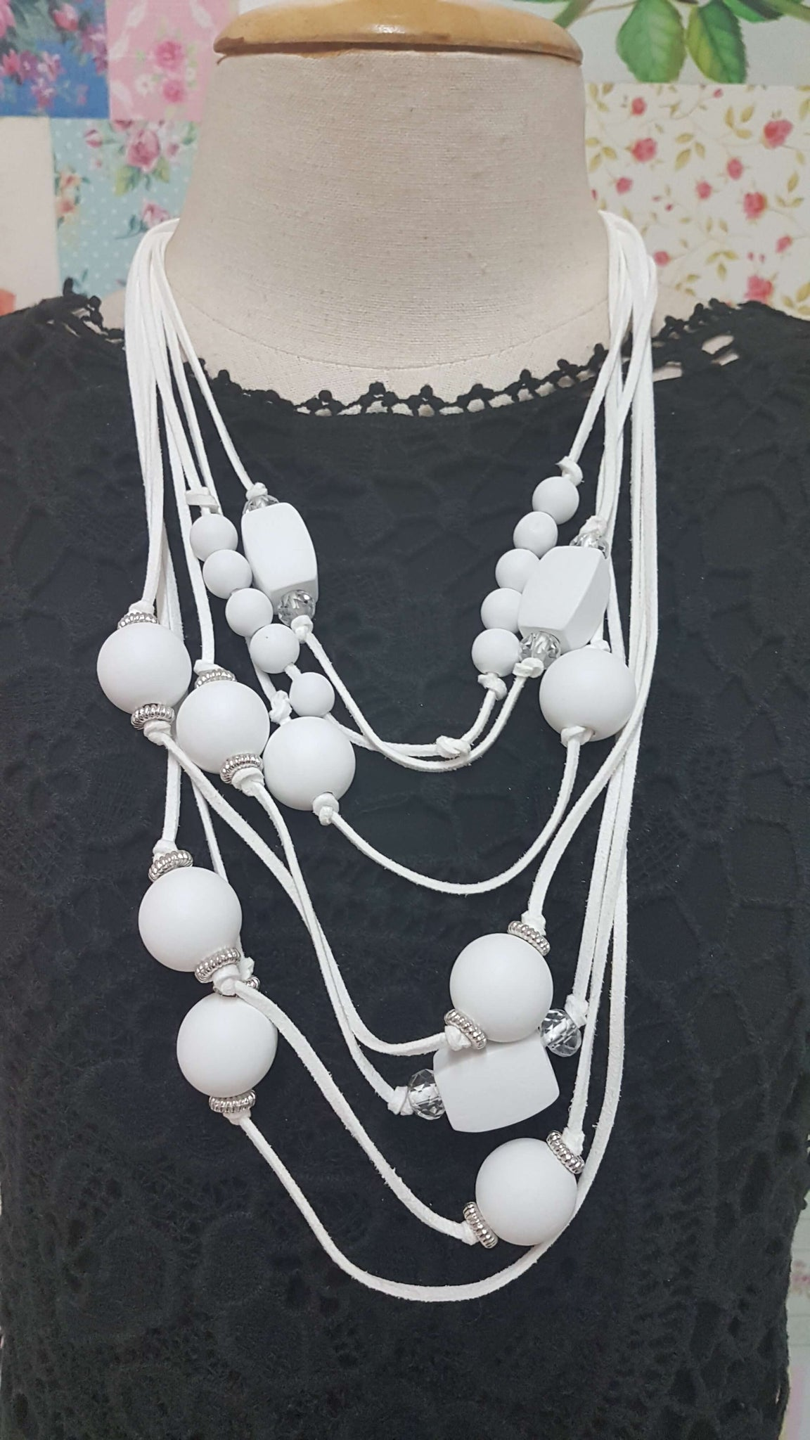 White Wooden Necklace JU0185
