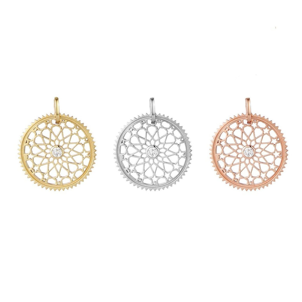 Star detail filagree pendant gold medallion necklace