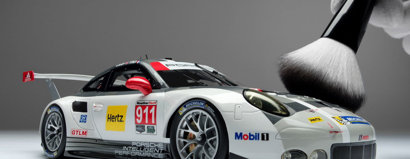Amalgam Collection 1:18 Scale Models - Porsche 911 RSR at 1:18