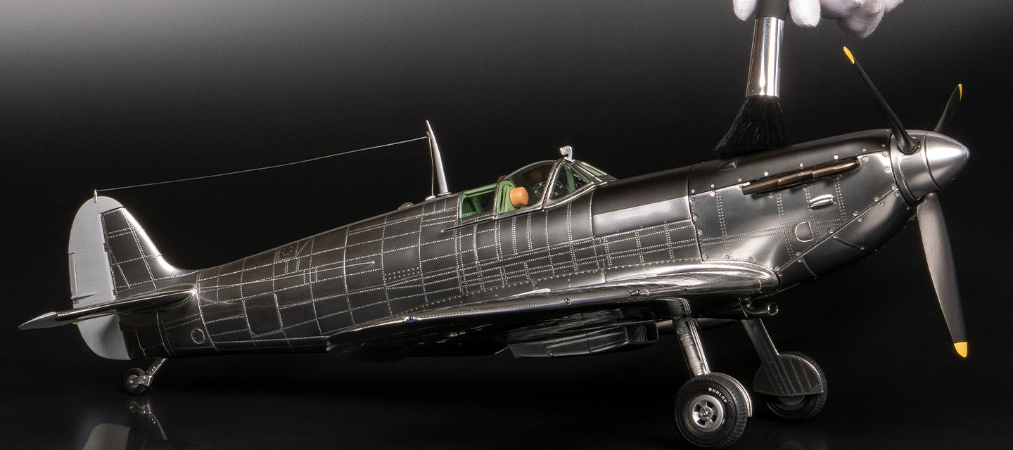 Amalgam Collection 1940 Mk 1a Supermarine Spitfire model at 1:16 scale