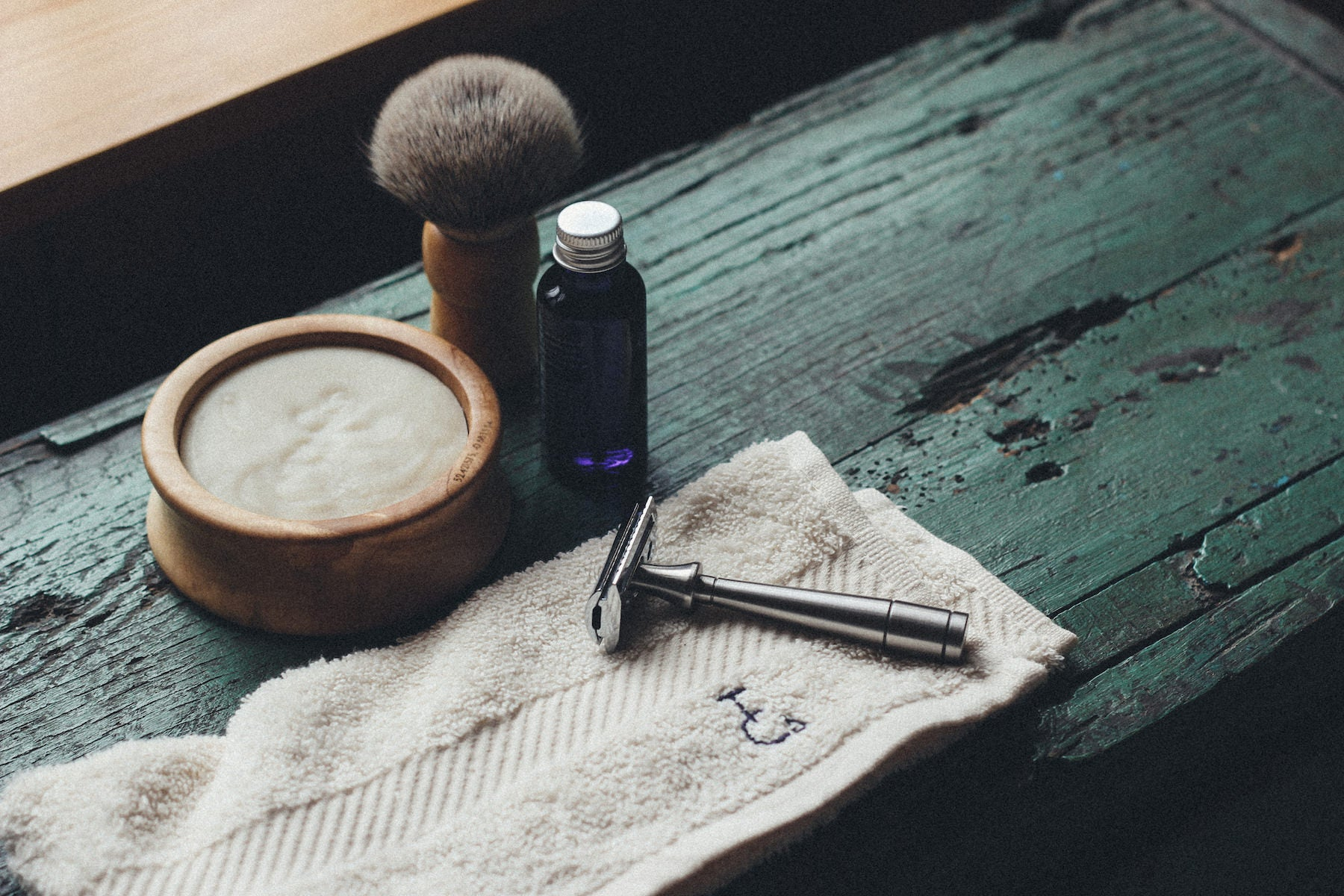 Shaving brush, bowl and soap made from sustainably sourced 300-year-old British chestnut. Precision solid metal Mark K safety razor kit: it's beautiful, sleek design and weighted handle make for unsurpassed balance.