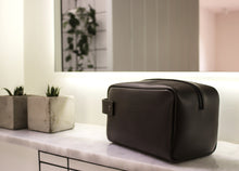 Load image into Gallery viewer, City Wash Bag - Thomas Clipper