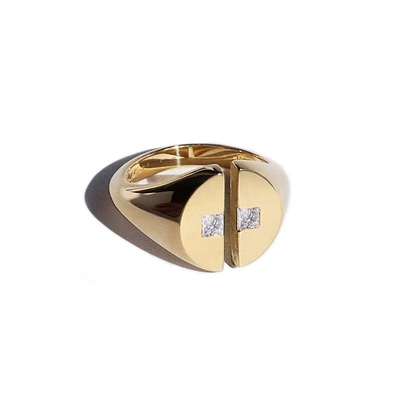 Cove Signet Ring - Yellow Gold