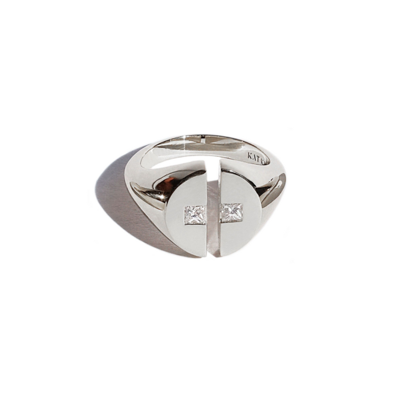Cove Signet Ring - White Gold