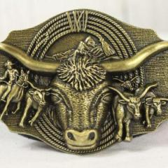 Bulls with Rope belt buckle- gold