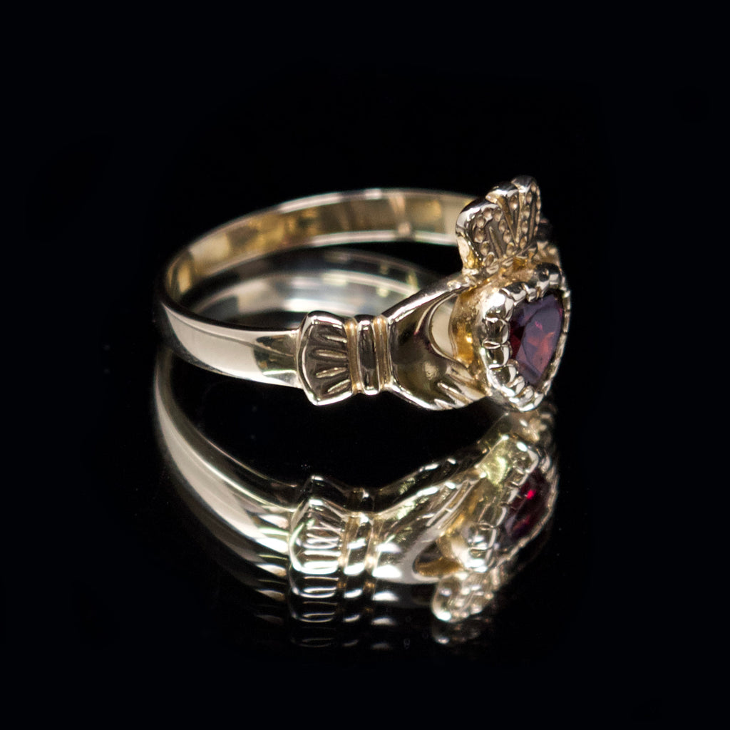 womens gold signet ring, nouveau jewellers, pinky signet ring, jewellers in manchester