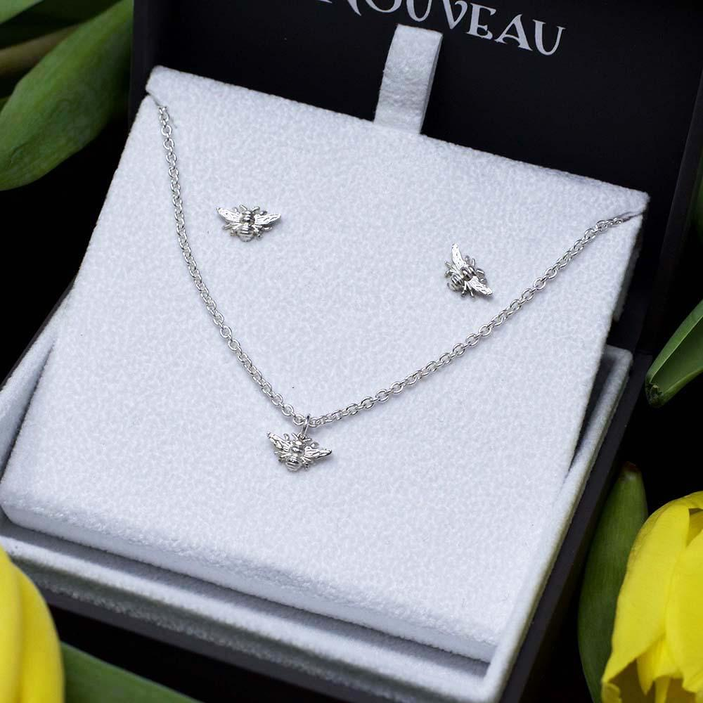 Nouveau Jewellers, jewellery gift set, silver Beehive Collection, Bee bracelet, Bee stud earrings, Manchester independent jewellers