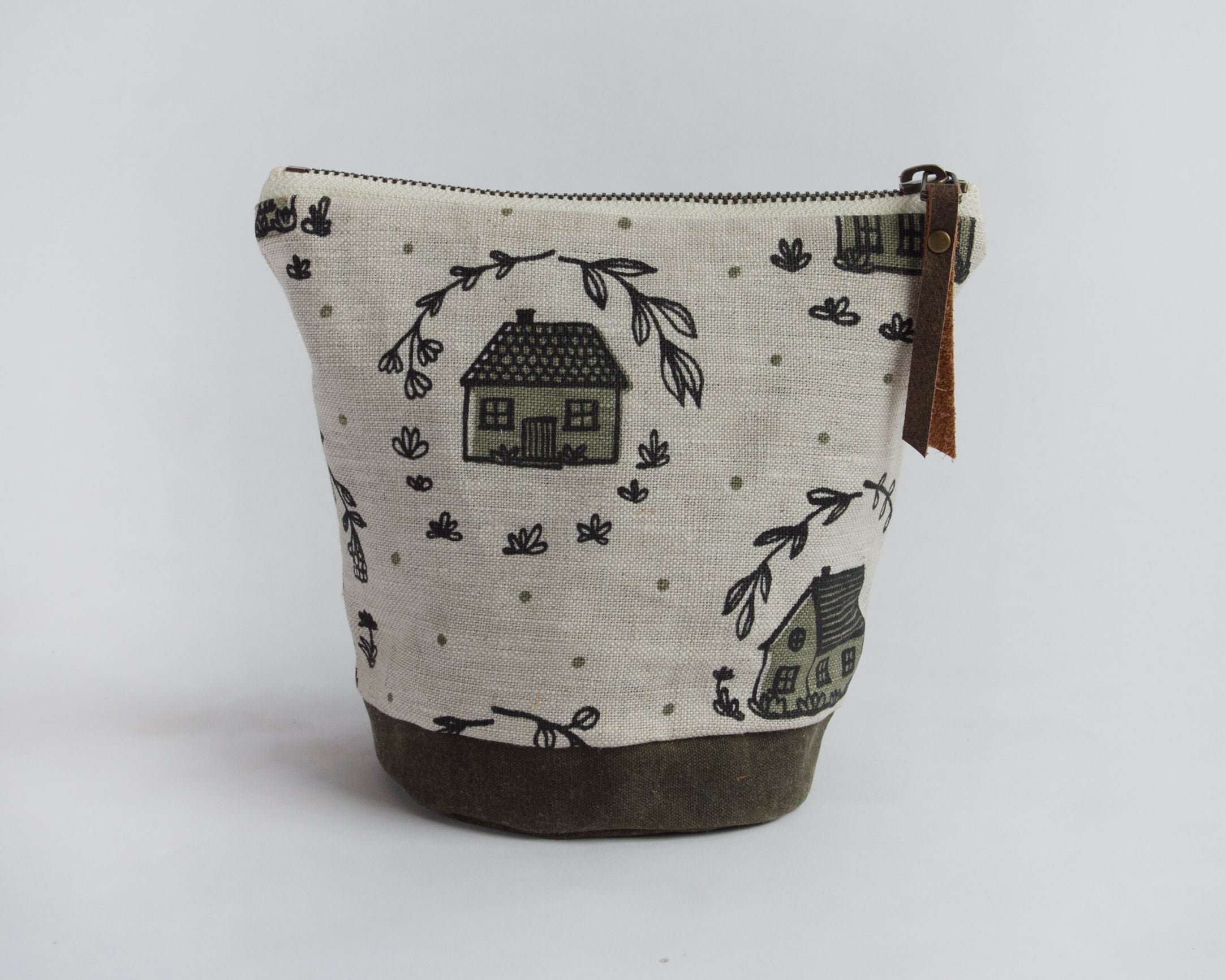 Small Round Pouch - Home
