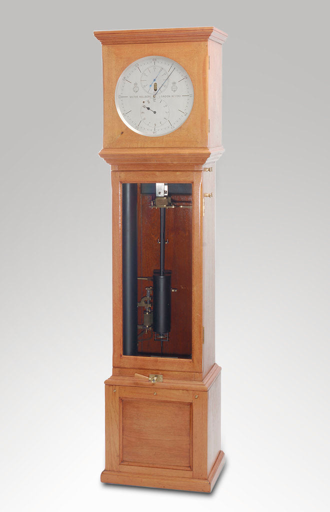 Astronomical regulator, complete in case by Victor Kullberg