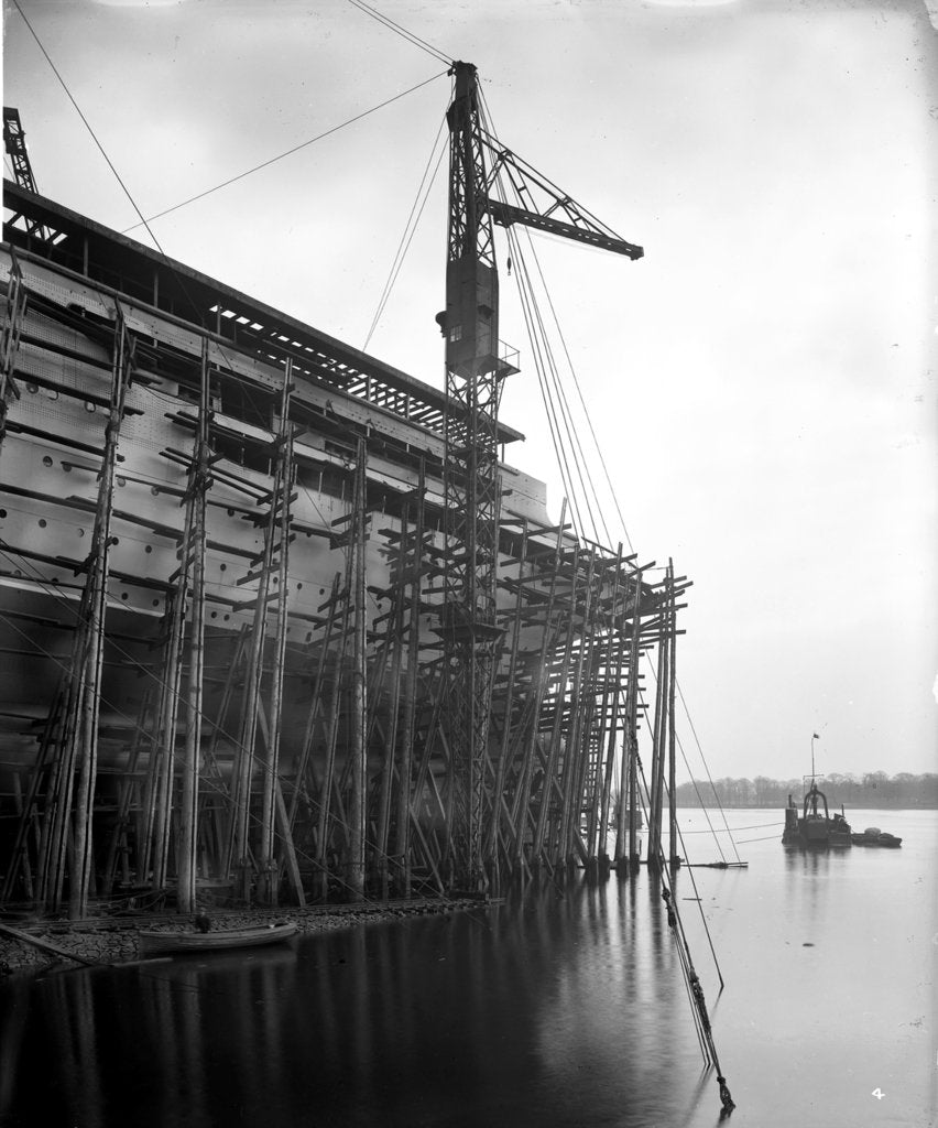 Detail of The passenger liner 'Aquitania' (1914) on the stocks by Bedford Lemere & Co.
