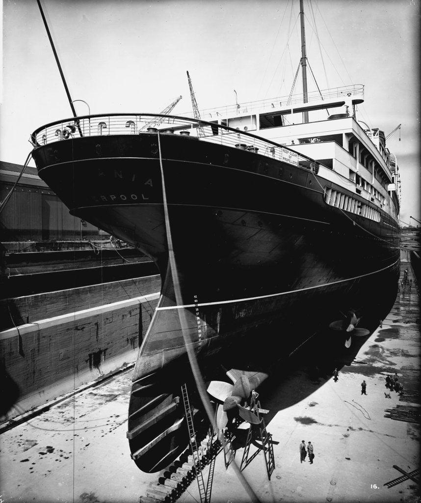 Detail of Stern view of the 'Aquitania' (1914) in drydock by Bedford Lemere & Co.
