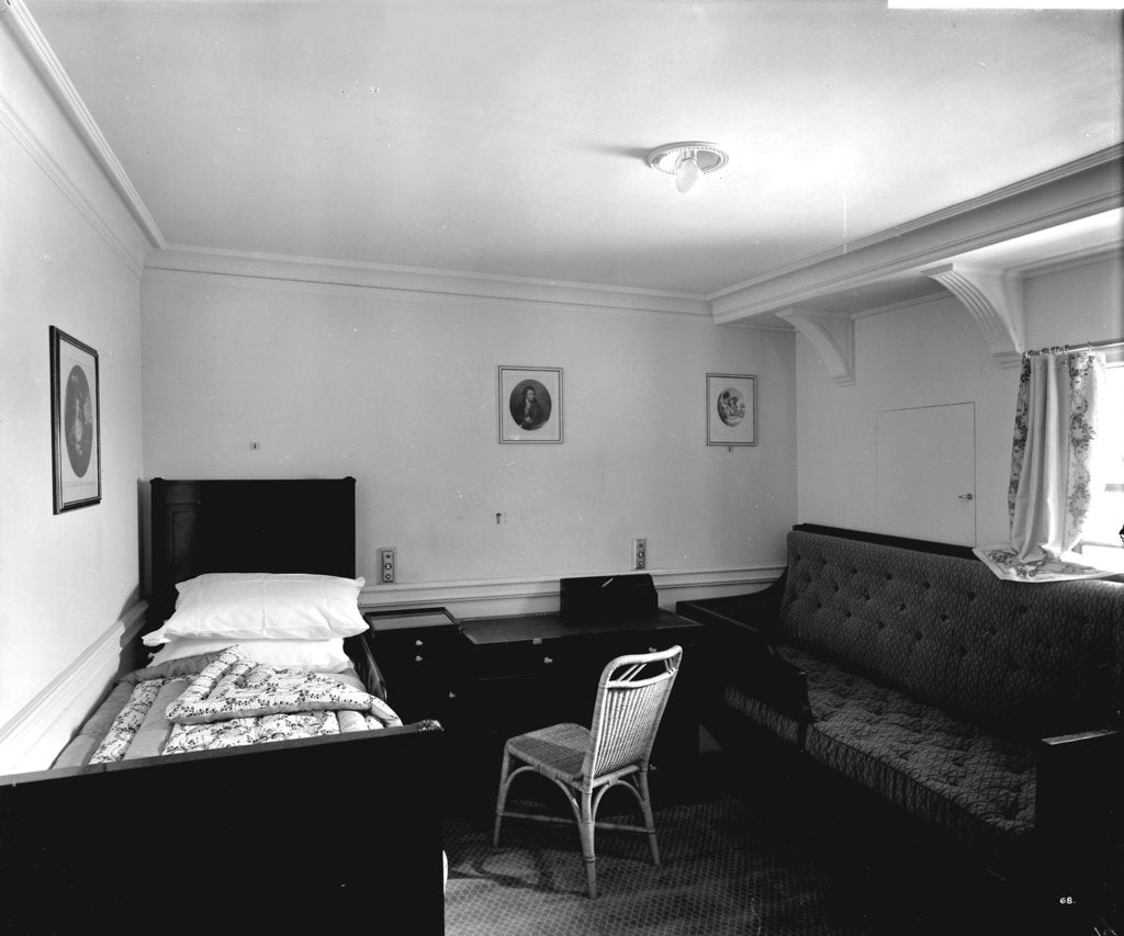 Detail of First Class stateroom on the 'Aquitania' (1914) by Bedford Lemere & Co.