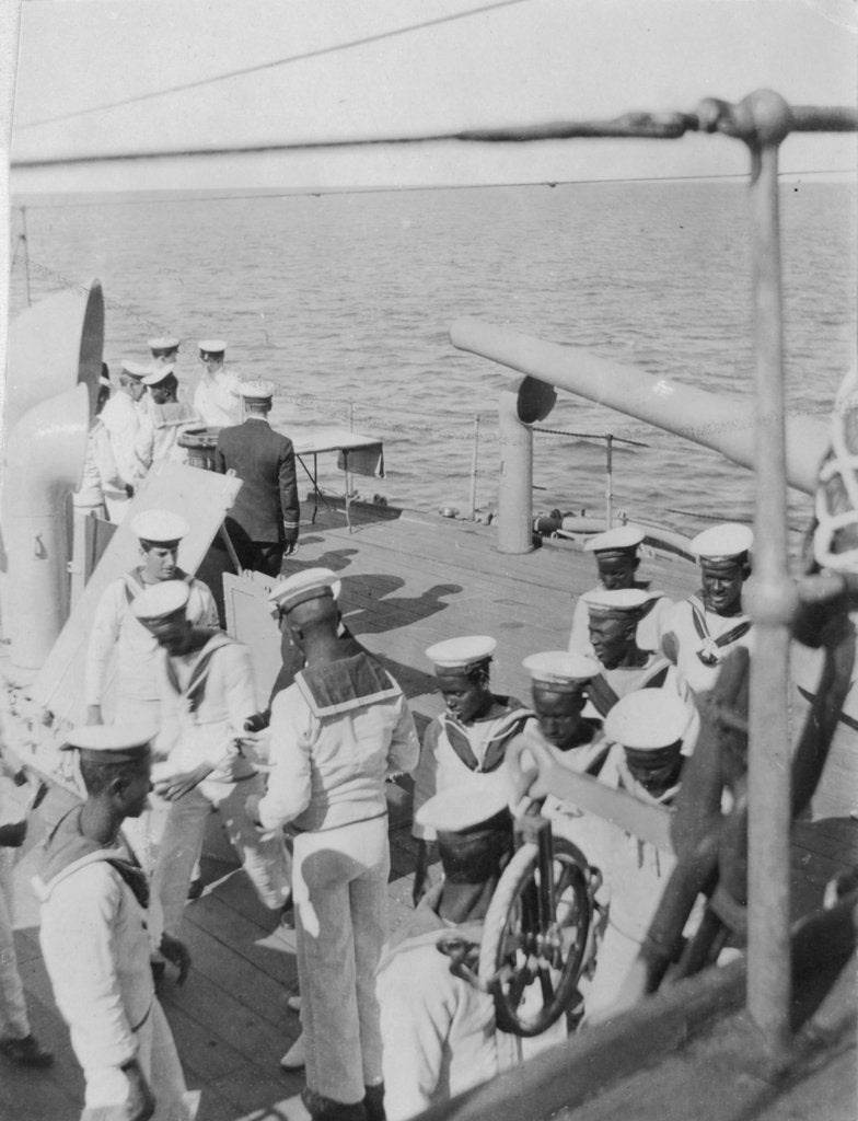 Detail of Somali crewmen on the quaterdeck of HMS 'Venus' in Singapore in 1916 by unknown