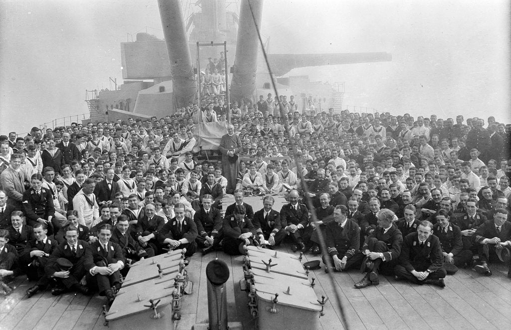 HMS 'Queen Elizabeth' (1913), crew gathered on the quarterdeck by unknown