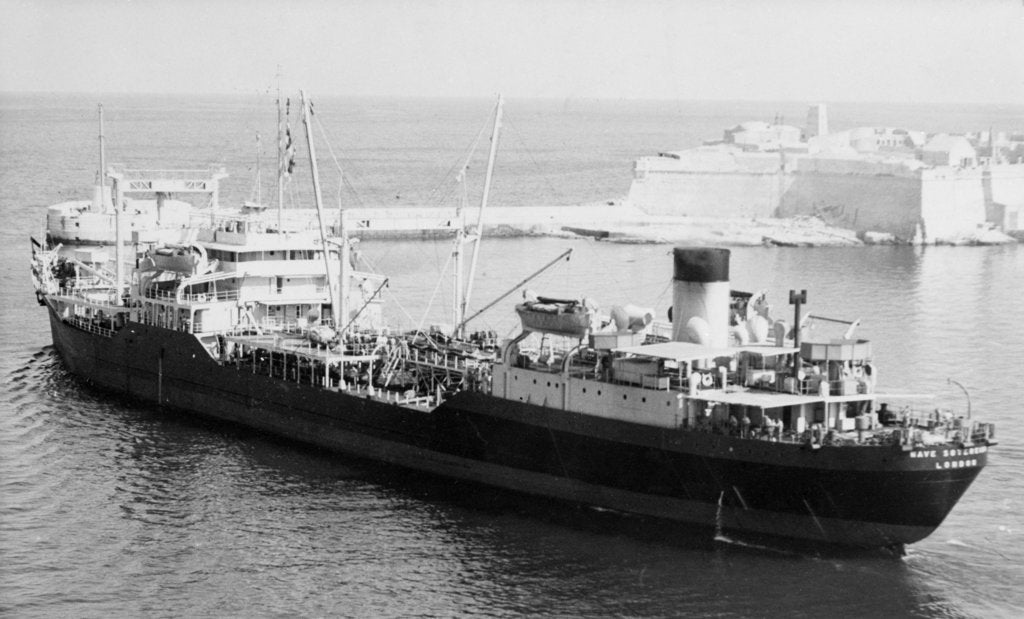 Detail of 'Wave Sovereign' (Br, 1945) before the fitting of a beam replenishment equipment by unknown