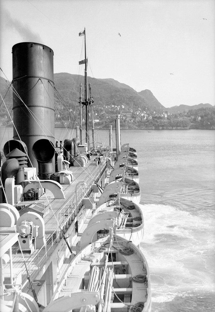 Detail of 'Viceroy of India' approaching Bergen, Norway by Marine Photo Service