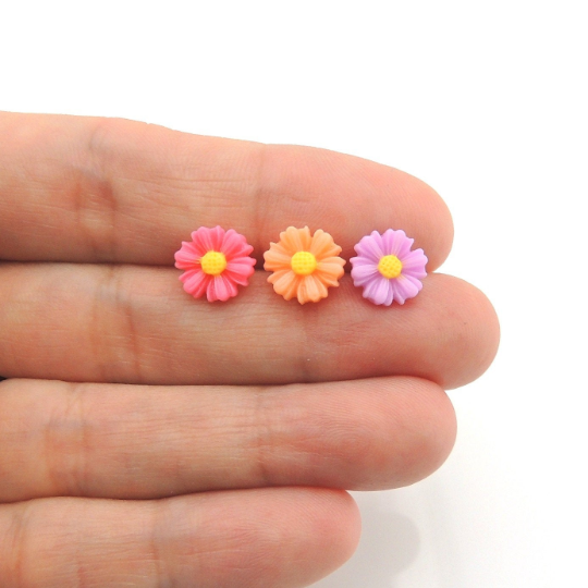 Plastic Post or Invisible Clip On Metal Free Earrings Daisy Floral 9mm