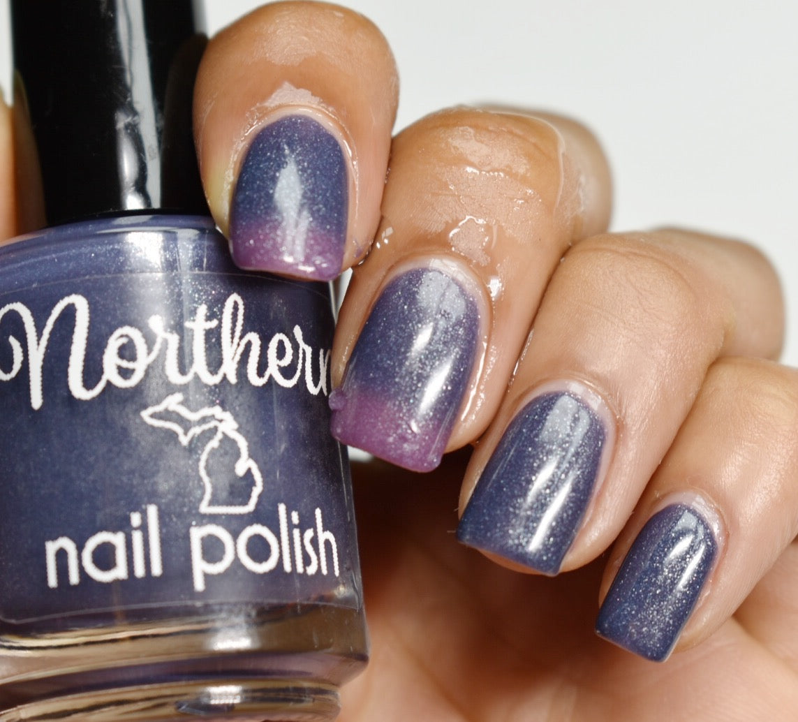 color changing nail polish  deep denim blue when warm all the way through purple to a light green when cold christmas gift beauty toxin free nail polish