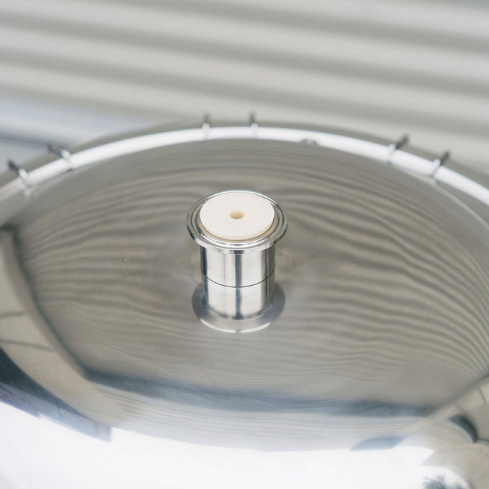 Domed lid for easy transfer under low pressure (1-2 psi)