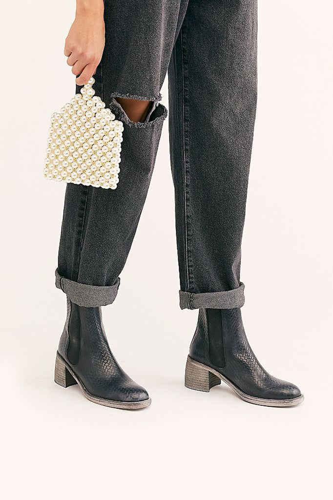 Essential Cheslea Boots