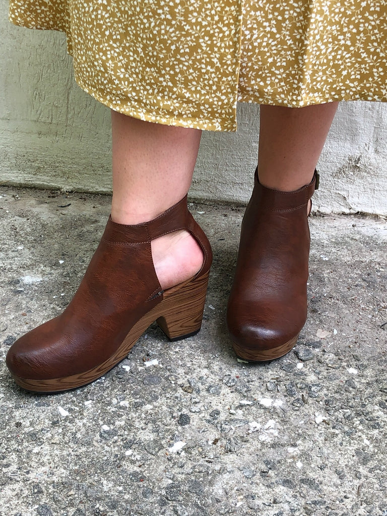 Whiskey Free Spirit Clogs