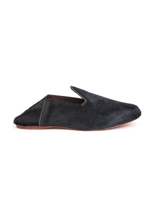 Babouche slipper in black cowhide leather.