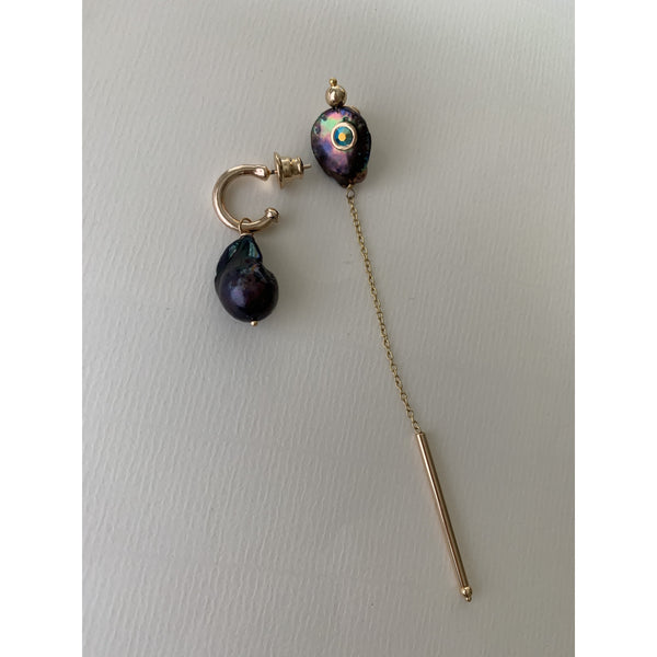Long Visage Earrings Black Pearl