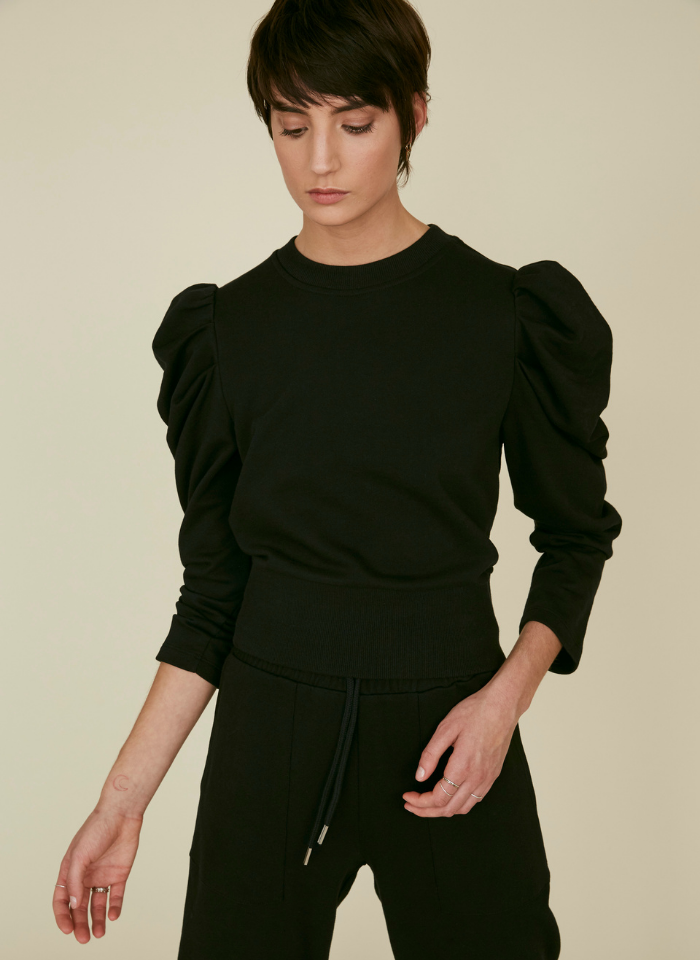 The Just Enough Puff Sweatshirt Long Sleeve In Black