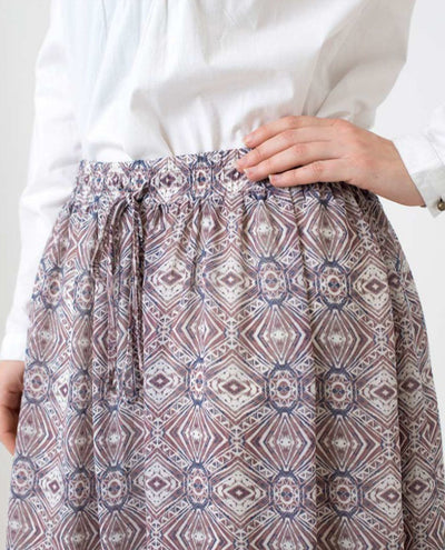 Modest Skirt in Beige Chiffon Slim Petite (W28 L28) Beige