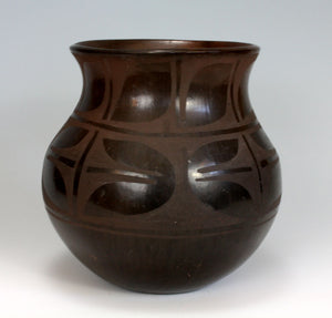 Santo Domingo Pueblo American Indian Pottery Storage Jar - Robert Aguilar