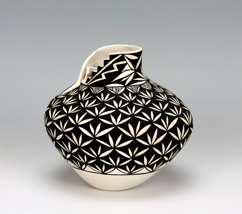 Acoma Pueblo Native American Indian Pottery Yucca Jar - Shana Garcia