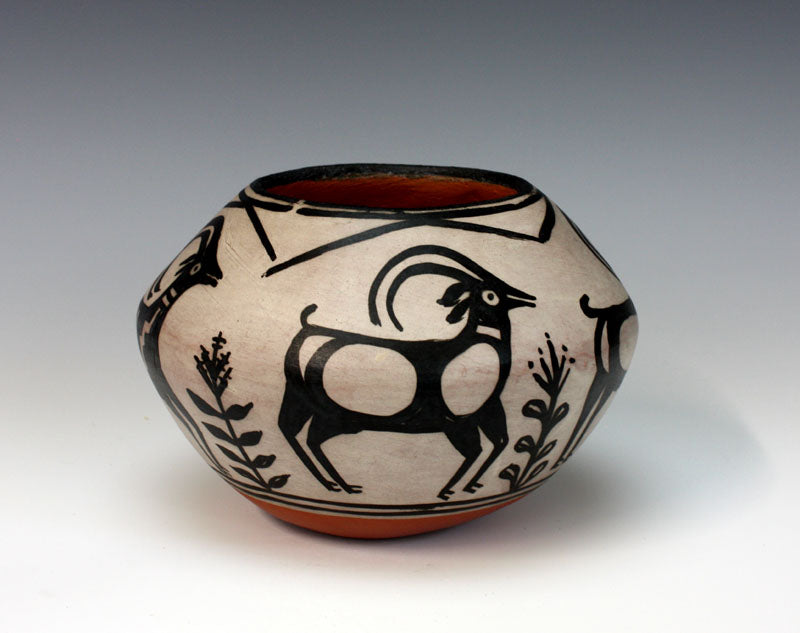 Kewa - Santo Domingo Pueblo American Indian Pottery Antelope Jar - Robert Tenorio