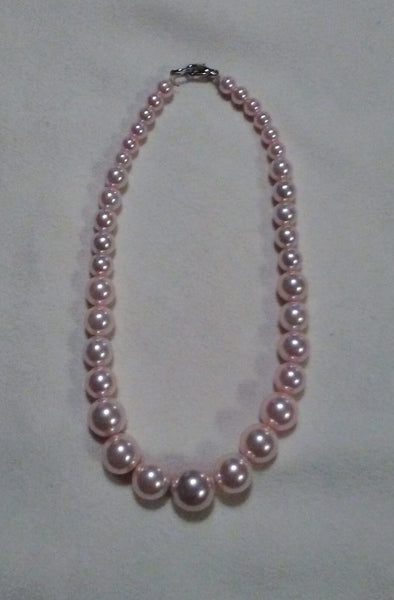 Graduated Pearl Dog Necklace in Pink