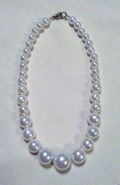 Graduated Pearl Dog Necklace in White