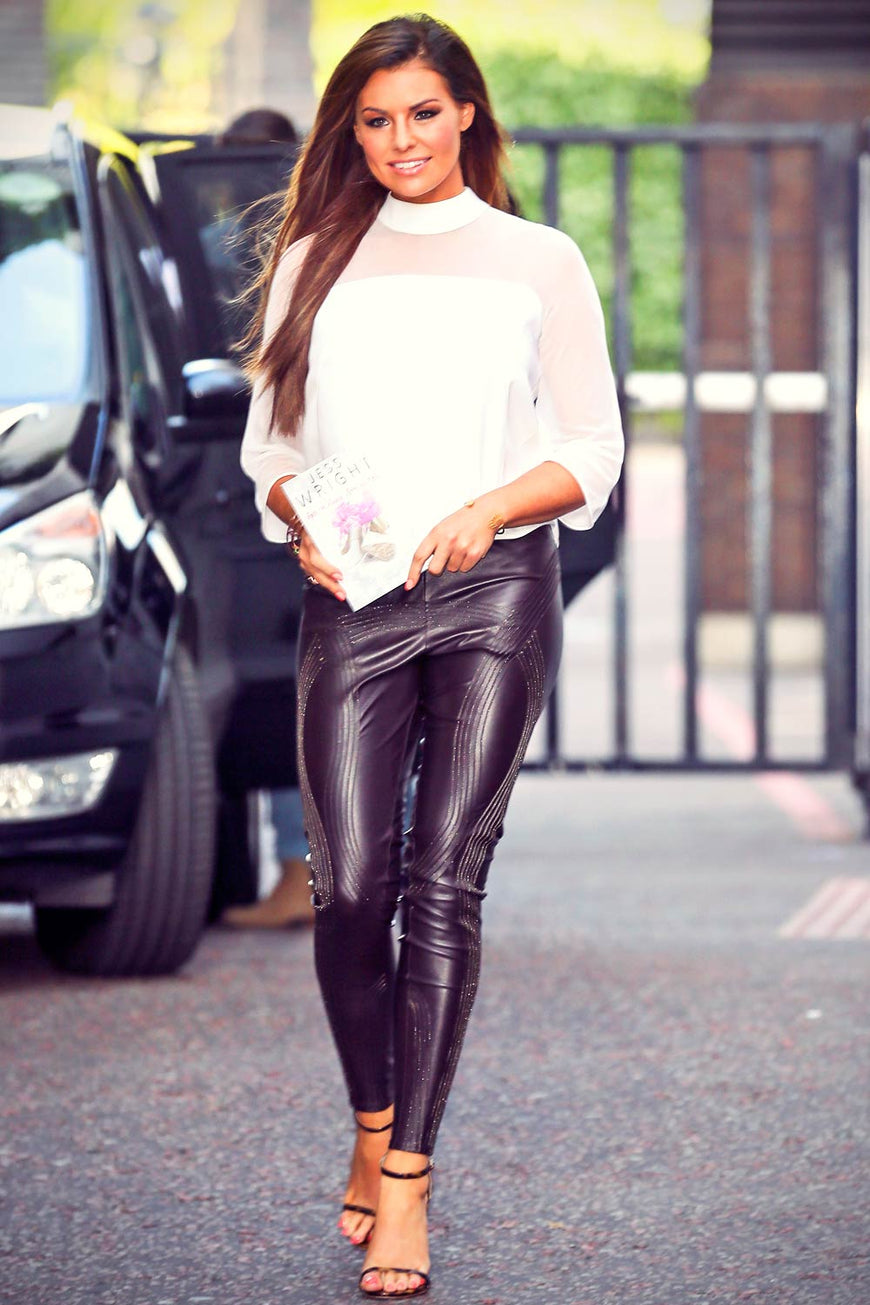 Spotted- Jessica Wright And Sam Faiers Wearing Lipstick London