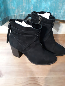 Womens Steve Madden Suede Boots Size 5.5