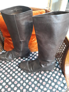 Womens Leather Boots Size 9 1/2 (Defect)