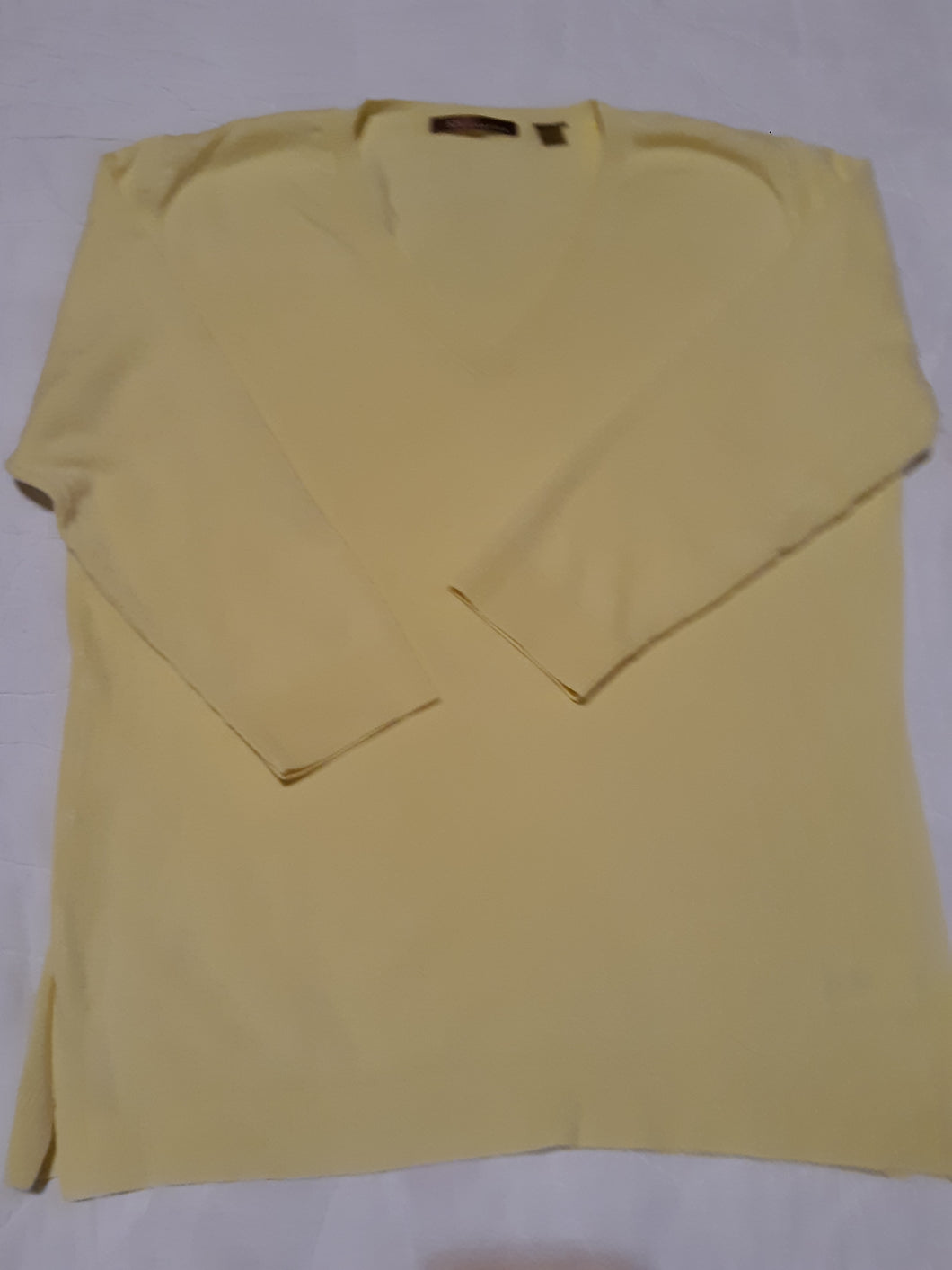 Womens Beautiful Lemon Yellow Blouse Size M Medium 525 America Long Sleeve V Neck Sweater