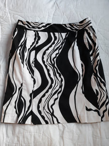 Womens Beautiful Stretchy Skirt Size 12 Brand: CATO