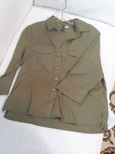 Womens H&M Short Sleeve Button Up Collared Blouse XS Size 2