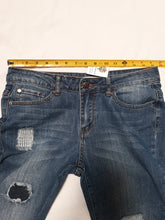 Womens Adam Levine Capri Jean's Size 5/6 Distressed
