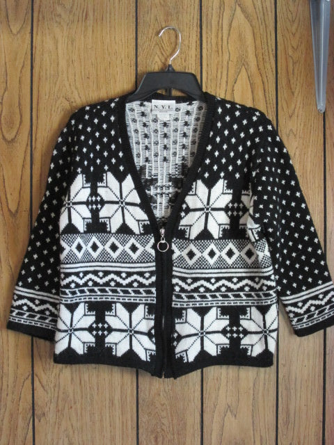 Beautiful Vintage Womens Sweater - Size PL (Black & White)