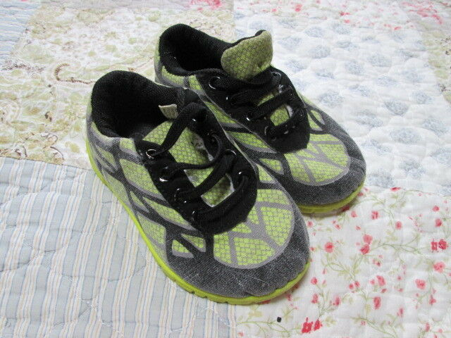 Boys Childrens Play Sneakers Shoes Size 6 Brand Kidgets