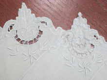 Vintage Placemats Embroidered Antique White (4 Pc) Georgeous!